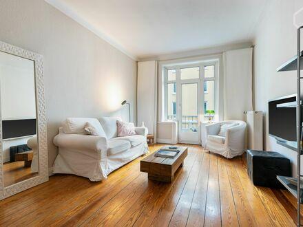 Charmantes Altbau-Apartment mitten in Eimsbüttel mit Balkon | Bright & cozy flat (Eimsbüttel) with balcony