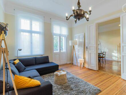 Boxhagener Platz: tolles Jugendstilapartment mit Balkon | Boxhagener Square: stylish art nouveau apartment with Balcony