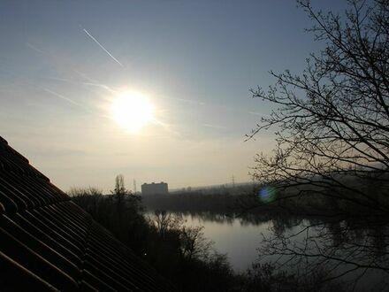 Ruhige und traumhafte 2-Zimmer-Wohnung direkt am Hang zum Main | Neat and beautiful suite (Kelsterbach)