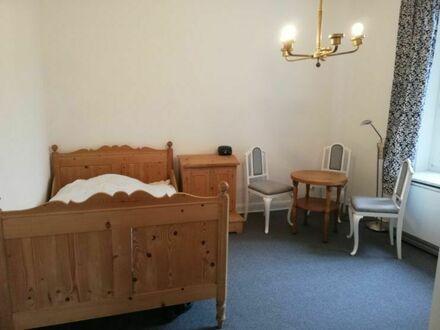 Schöne möblierte Altbauwohnung mit Garten | Beautiful furnished old building apartment with garden