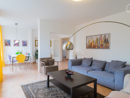Komfortable und geräumige Wohnung in bevorzugter Lage   Comfortable and spacious apartment in excellent location