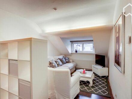 Liebevolle Dachwohnung im Lieblingsviertel Sülz mit digitaler Vollausstattung | Cute smart home apartment, located in Sülz…
