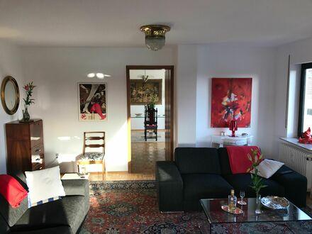 Stilvolle Wohnung in Wiesbaden 5 minuten vom hbf entfernt.20 min vom Flughafen ffm und Bus direkt vor der Haustür.Garage…