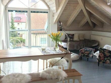Gepflegte 2-Zimmer-Wohnung in Böblingen mit 3 französischen Balkonen im Dachgeschoss | Charming 2-room apartment in Böblingen…