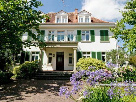 Charmante, moderne & helle Wohnung in 20er-Jahre-Villa | Charming, modern & bright flat in a 1920s villa