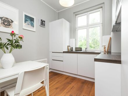 Zentrales, exklusiv und hochwertig eingerichtetes 2-Zimmer Apartment im Baudenkmal | Very Central and spacious 2 bedroom…