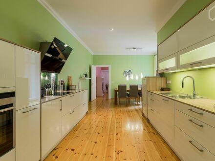 Stilvolle 121 qm Altbauwohnung mit Kamin - voll möbliert und ausgestattet | Stylish 121 sqm apartment with fireplace - fully…