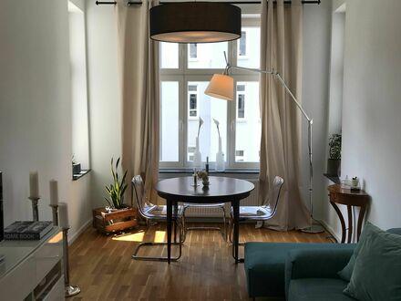 Feinste & modernisierte Altbauwohnung in Köln | Renovated 2 room Altbau apartment in Cologne