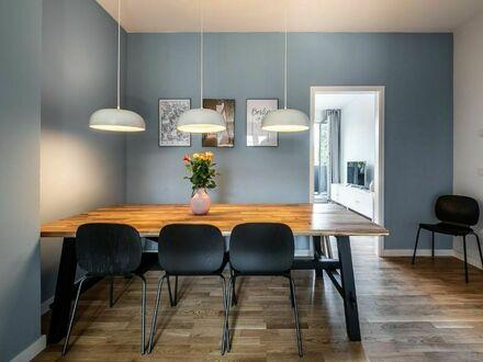 Stilvolles und wunderschönes 8 pax Business WG in Mitte | Great, modern 8pax - 5 room suite (Mitte)