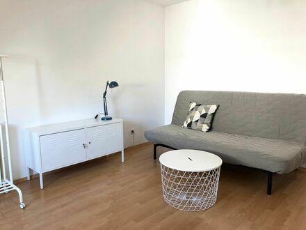 Modernes 1-Zimmer Apartment mit neuem Bad. Best Lage - Ubahn-Straßenbahn - Cafes - Restaurants - Einkaufstraße in Nachbarschaft.…
