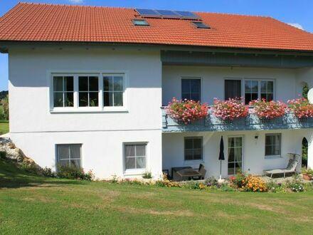 Wundervolle 90 QM Wohnung im Kurort Bad Birnbach, mit Terrasse, Gartenzugang und Grillplatz | Wonderful, gorgeous loft in…