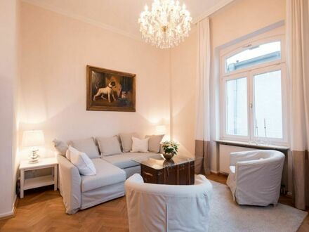 Frisch saniertes Penthouse mit Balkon am Park | Newly renovated penthouse with balcony at the park