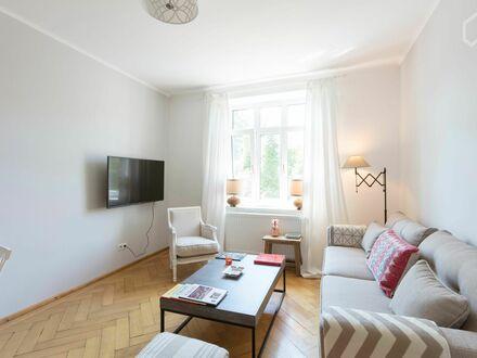Traumhafte, zentrale 2-Zimmer Altbau-Wohnung in Münchens historischem Dreimühlenviertel   Dreamlike, central 2 room old building…