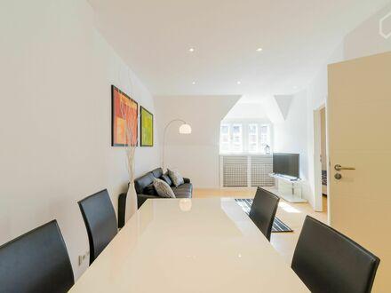 Luxus, stylische und frisch renovierte Wohnung in Steglitz - mit Regendusche, Smart-TV und Netflix inklusive!! | Luxury,…