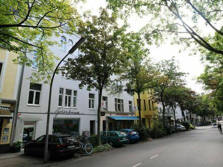 Schönes Apartment in kernsaniertem Altbau in Köln | Nice apartment in a renovated old building in Cologne