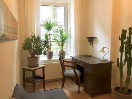 3 Zi Jugendstil, zentral, komplett neu saniert | Wonderful and calm apartment in an old typical Hamburg house, very near…