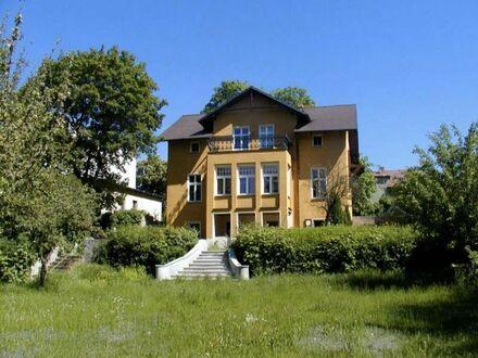 Eine Villa direkt am See - sehr ruhig und nur 30 min von Berlin Mitte | A beautiful villa right on the lake - very quiet…