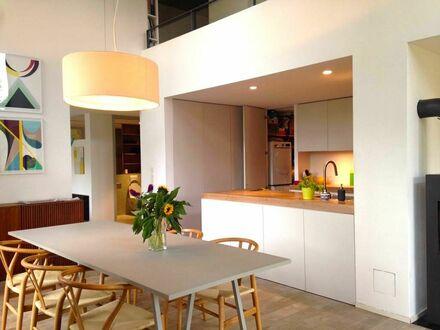 Modernes, helles 5-Zimmer-Loft, zentral gelegen, mit schönem Garten. 200 Meter vom Wasser entfernt | Modern, bright 5-room-loft,…