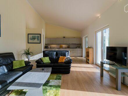 Frei stehendes Einfamilienhaus mit Garten.   Neat loft conveniently located