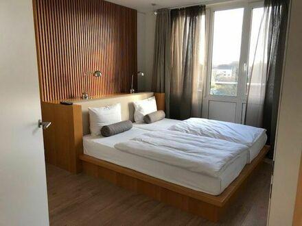 2-Zimmer-Wohnung nahe den Elbbrücken mit Aufzug, Balkon und Blick aufs Wasser   2 room apartment near the Elbe bridges with…