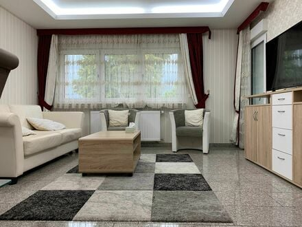 Charmantes Apartment mit Balkon und Parkplatz | Elegant and comfortable apartment with balcony and private parking
