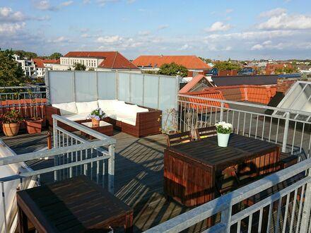 Exklusive Dachgeschosswohnung in Hamburg-Eppendorf mit Flügel, Dachterrasse, Balkon und Aufzug | Top floor appartment in…