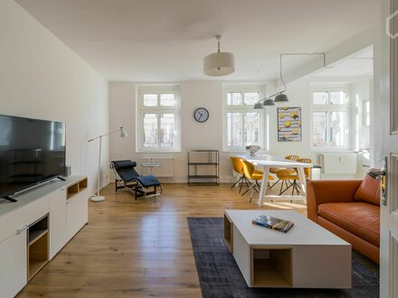 Erstbezug - Helle, sanierte 3 Zimmer Wohnung nahe S-Bahn Station Ostkreuz | Brand new furnished and renovated apartment near…