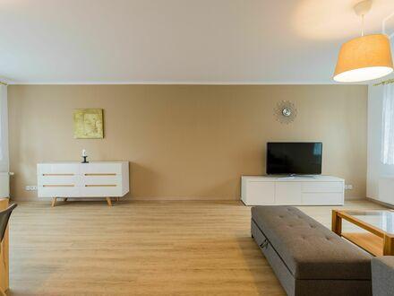 Gemütlich eingerichtetes freistehendes Haus in Berlin Biesdorf mit südseitiger Gartenanlage. | Comfortably furnished detached…