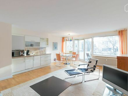 Aufwendig möblierte Wohnung in Top-Alsterlage | Lavishly furnished apartment. Top-Alster-location