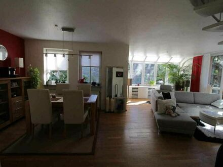 Schöne voll möblierte Wohnung am See mit Dachterrasse | Beautiful fully furnished apartment at the lake with roof terrace