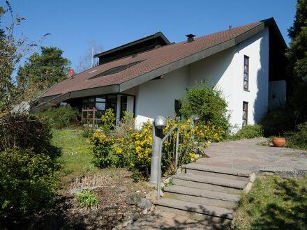 Großzügiges gemütliches 2-Zimmer Studio Apartment in Heimsheim mit schöner Terrasse in bester und ruhiger Südlage mit Aussicht…