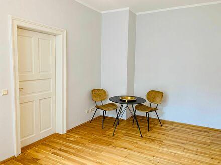 Wunderschöne 2 Zimmer-Altbau-Wohnung in Münchens Szene-Viertel, Regenwald-Dusche, BALKON | Nice apartment in München