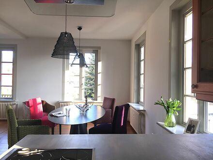 Traumhafte Wohnung inmitten der ruhigen und grünen Oase am Süllberg mit 270 Grad Blick | Great flat Blankenese/ Süllberg