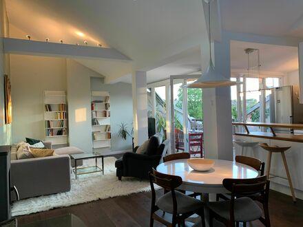 Luxuriöses Penthouse mit Kamin und tollem Blick über die Dächer von Kreuzberg | Luxurious penthouse with fireplace and great…
