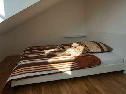 Helle und lichtdurchflutete Dachgeschosswohnung, geschmackvoll eingerichtet | Bright and light-flooded attic apartment, stylishly…