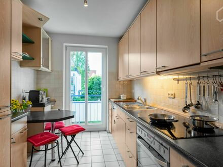 Möbliert wohnen am Kanal mit direktem Zutritt in Hamburg-Uhlenhorst | Furnished living on the canal with direct access in…