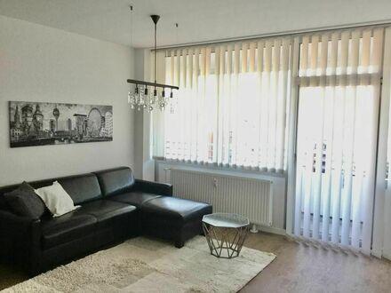 Modernes Apartment am Rheinufer mit Ausblick auf Düsseldorf | Modern apartment on the banks of the Rhine with a view of Düsseldorf