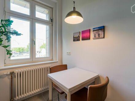 Schöne geräumige Wohnung in Berlin Friedrichshain | Beautiful spacious apartment with amazing views in a Berlin landmark…