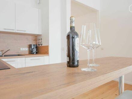 moderne 2-Raum-DG-Wohnung mit Rundum Dachterrasse und Tiefgarage | Quiet & awesome apartment located in Leipzig