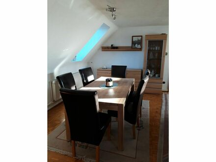 Geräumige Wohnung mit großem Balkon und Kamin | Spacious apartment with large balcony and fireplace