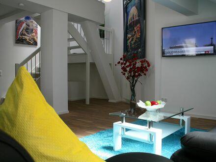 Wunderschönes & großartiges Studio, 120qm, Luxusbad, Boxspringbett, Internet | Beautiful & great studio, 120sqm, luxury bath,…
