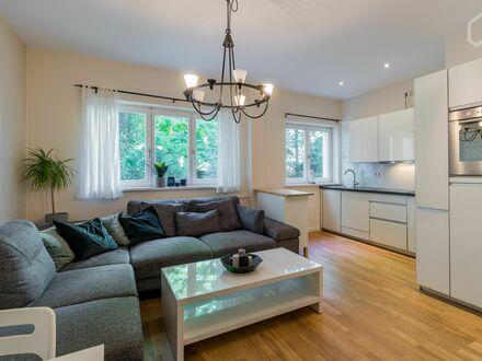 Wunderschön möblierte 3-Zimmer Wohnung in Seitenstraße des Kudamms   Beautifully furnished 3-room apartment in side street…