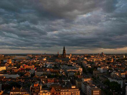 Apartment über den Dächern von Köln mit atemberaubender Aussicht auf die Innenstadt | Flat in the sky with breathtaking view…