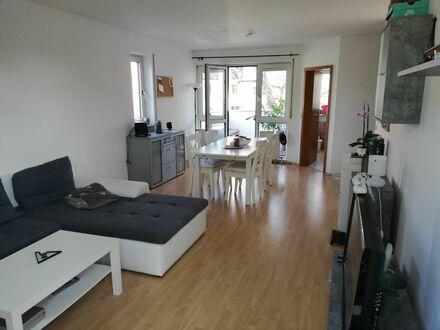 Schöne 2 Zi Whg mit Balkon | Beautiful 2 rooms flat