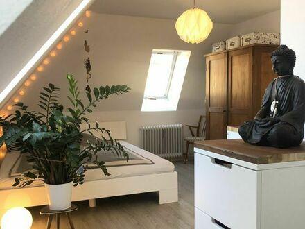 Gemütlich, hell und ruhig: 70 m² Dachgeschoss, 2,5 Zimmer | Cosy, bright and quiet: 70 m² top floor, 2.5 rooms