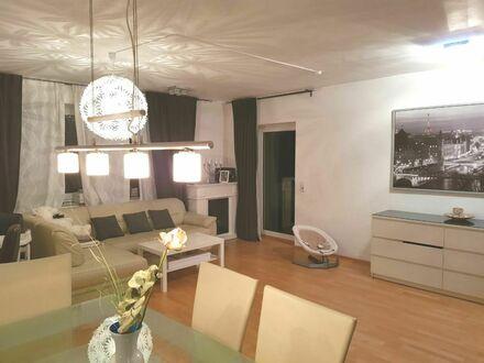Helle, liebevoll eingerichtete Wohnung mit Loggia in Düsseldorf | Beautiful, spacious apartment (Düsseldorf)