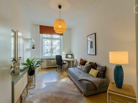 Liebevoll eingerichtete und helle Wohnung im Westberliner Zentrum | Quiet and new appartment in the city center of Berlin…