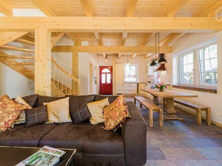 Exklusives modernes Waldhaus Zuhause am Rand von Berlin | Wonderful loft in excellent location near Berlin