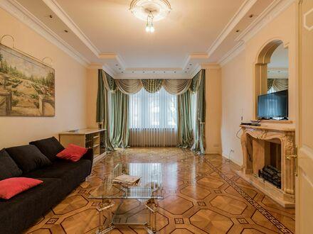 Royal Designer Apartment mit 3 Schlafzimmern in einer Seitenstraße am Ku'Damm | Royal Designer 3 bedroom apartment in a side…