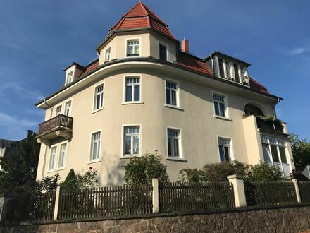 Helles möbliertes Apartment mit Weitblick in Radebeul | Light furnished apartment with scenic view in Radebeul